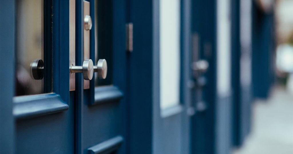 comment poser une porte